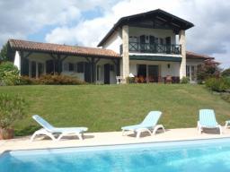 Location de vacances ascain location pays basque 64 for Location villa piscine pays basque