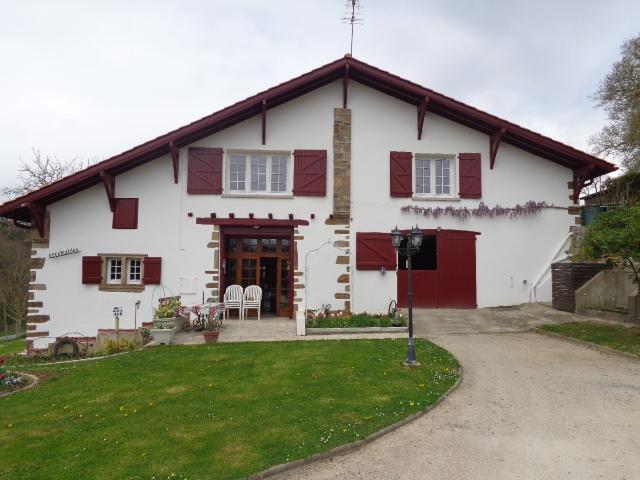calme et detente au pays basque amorots succos location pays basque 64. Black Bedroom Furniture Sets. Home Design Ideas