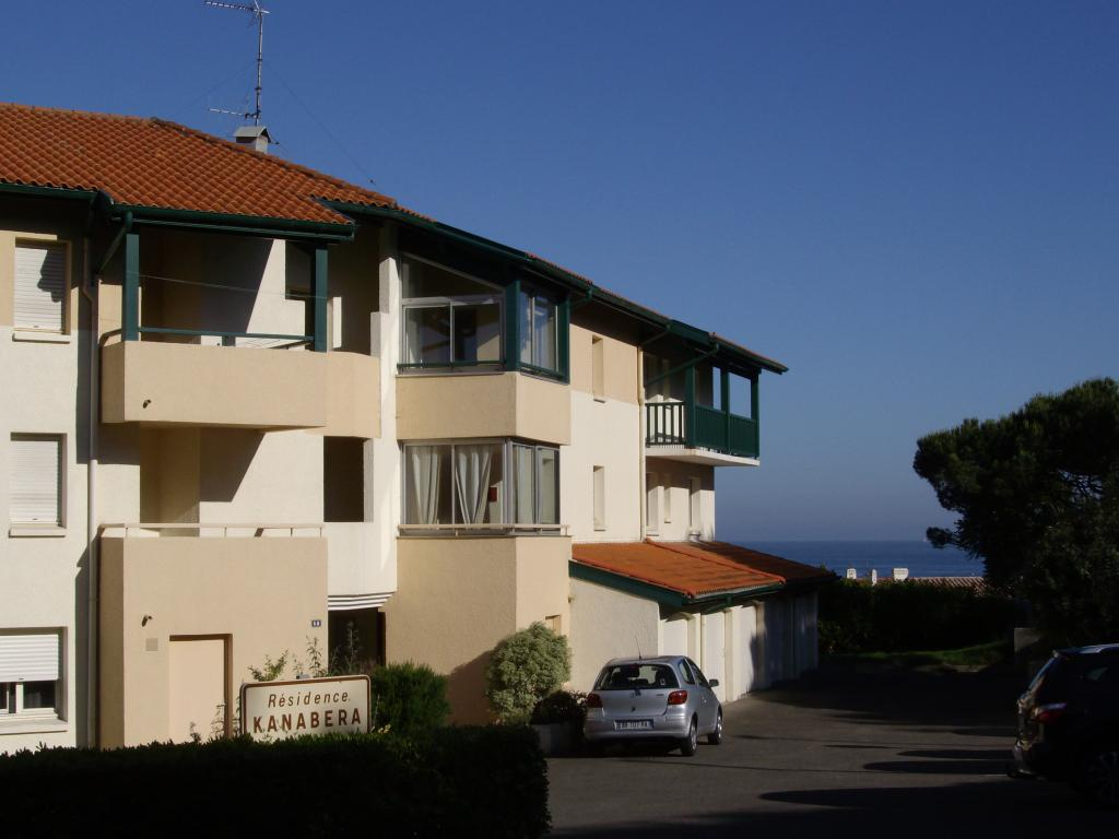 Appartement 2 4 personnes anglet chambre d 39 amour avec for Chambre 8m2 amenagee