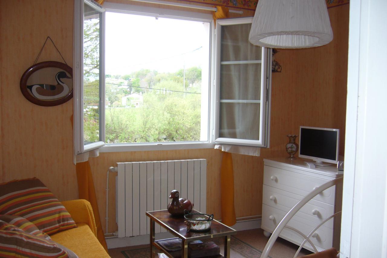 appartement au rez de chauss e dans maison pour 2 personnes ascain avec votre compagnon 4. Black Bedroom Furniture Sets. Home Design Ideas