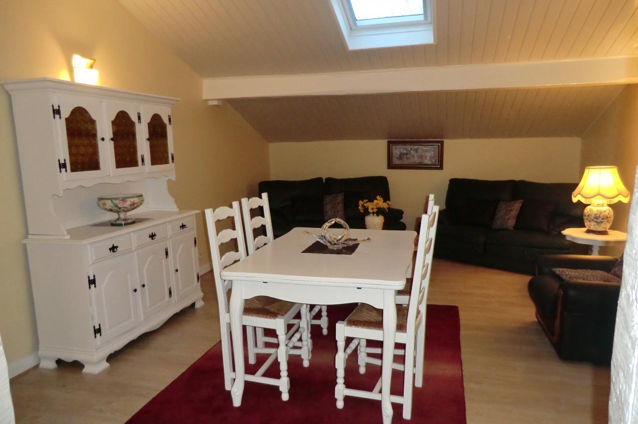 Appartement dans maison pour 6 personnes ascain avec vue for Location appartement dans maison