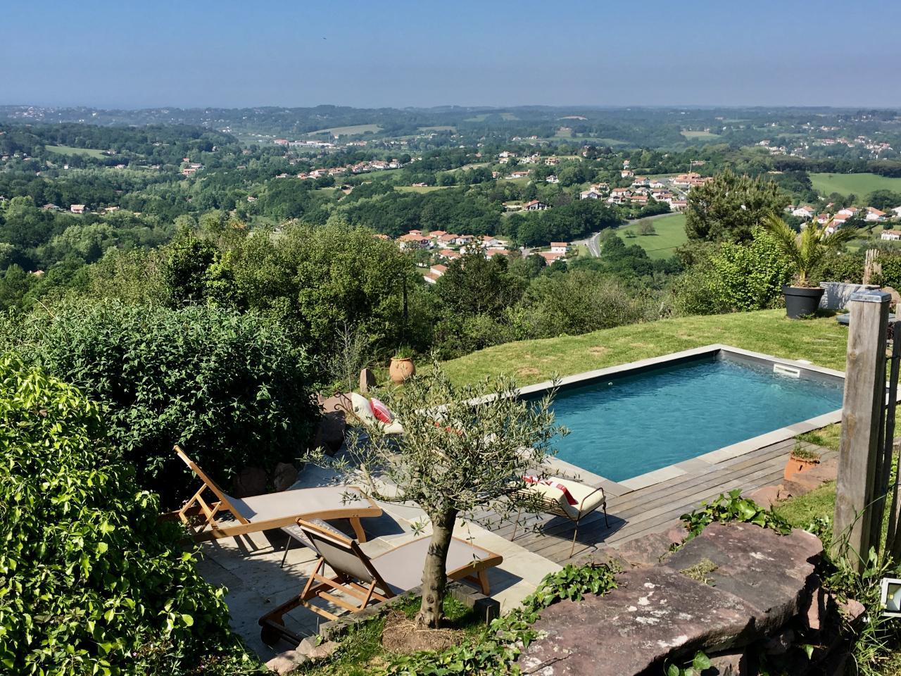 Maison pour 10 personnes ascain avec vue mer et piscine for Piscine pays basque