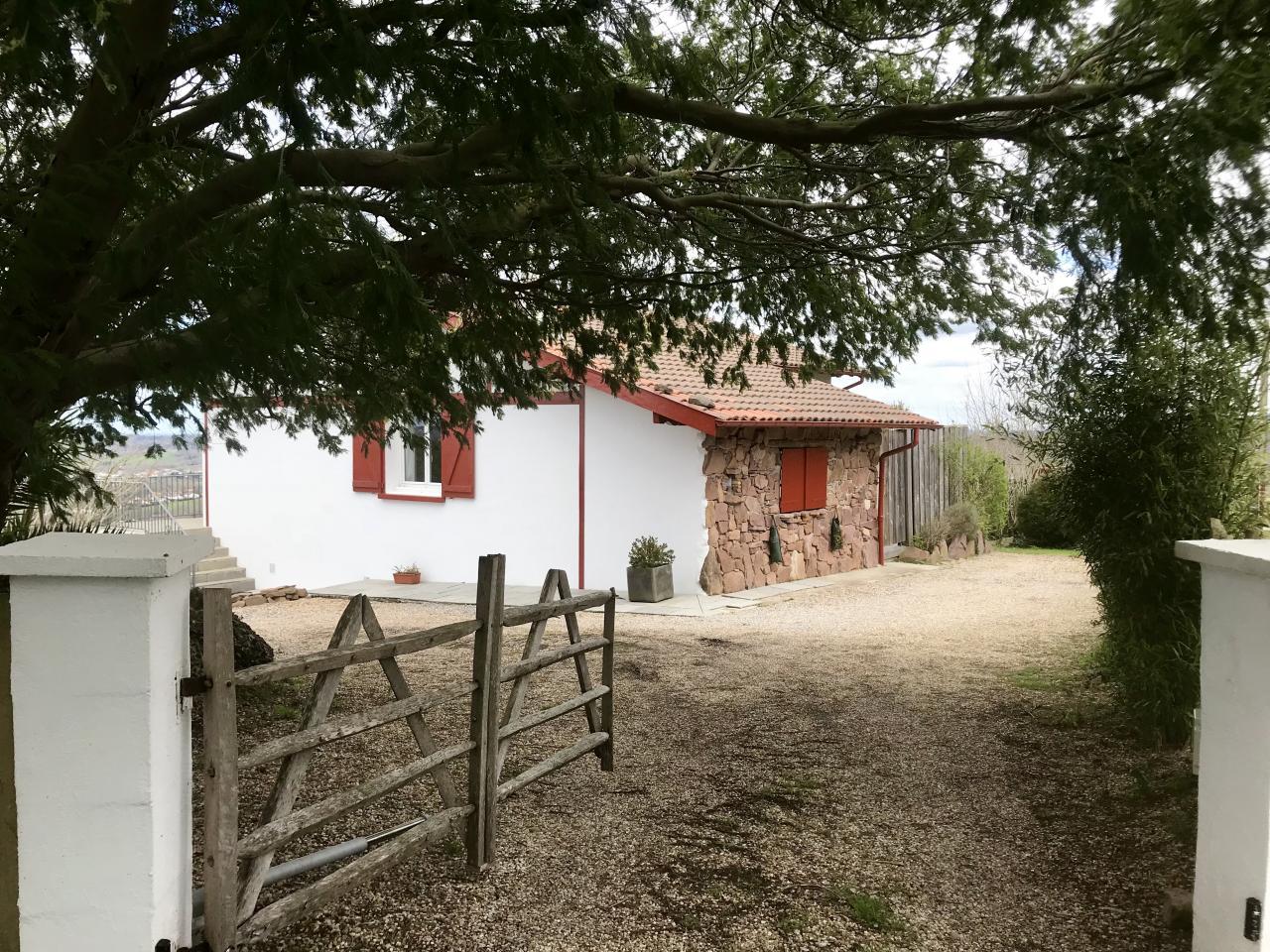 Maison pour 10 personnes ascain avec vue mer et piscine for Location villa pays basque avec piscine