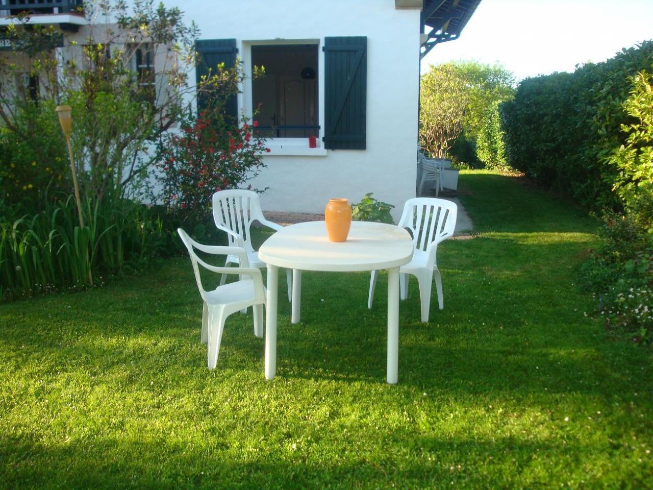 t2 dans maison pour 2 personnes ascain ascain location pays basque 64. Black Bedroom Furniture Sets. Home Design Ideas
