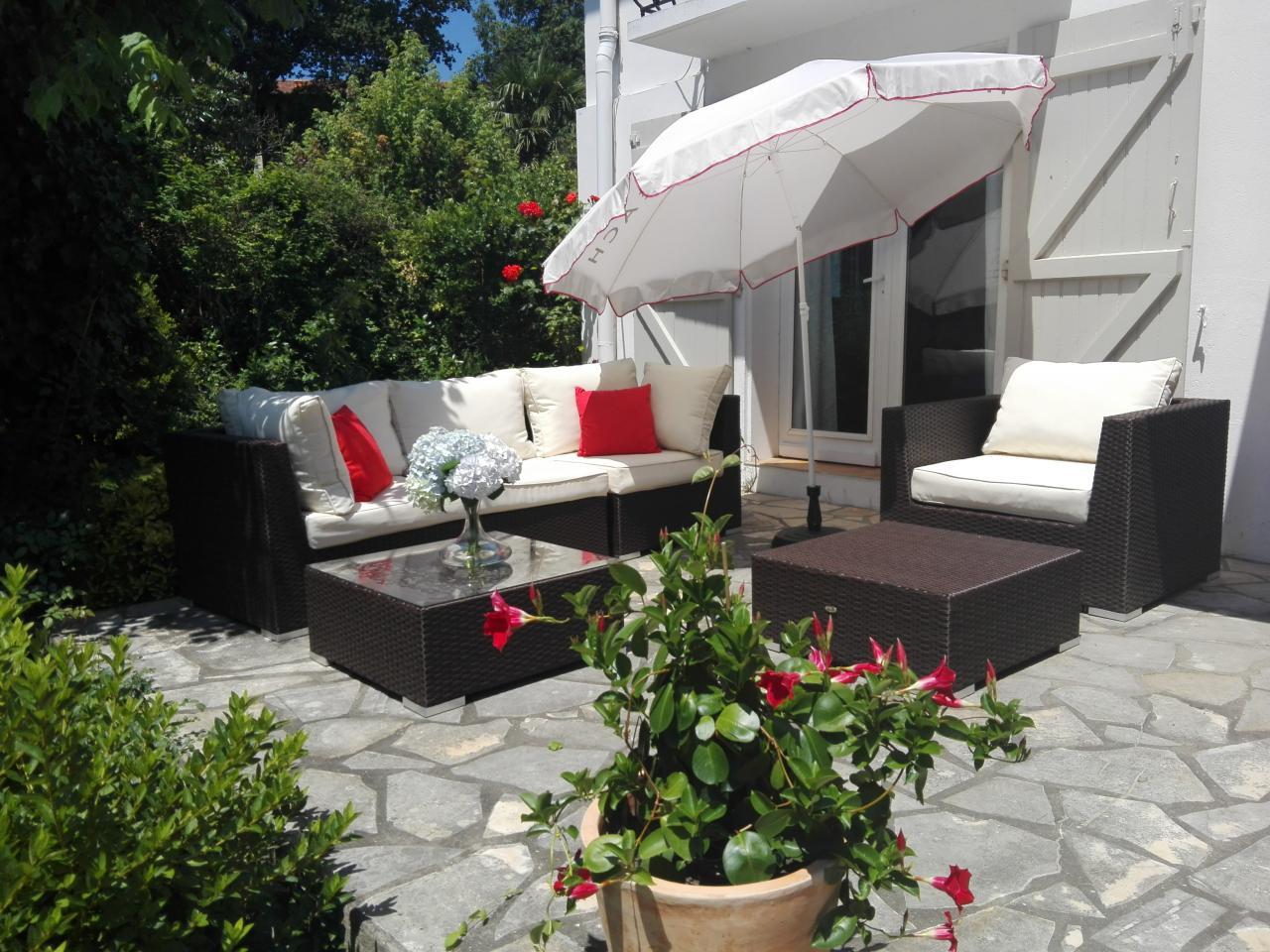 maison c te basque bayonne location pays basque 64. Black Bedroom Furniture Sets. Home Design Ideas