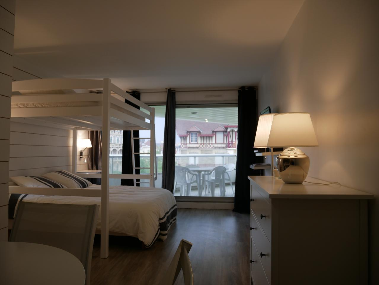 studio en bord de mer biarritz location pays basque 64. Black Bedroom Furniture Sets. Home Design Ideas