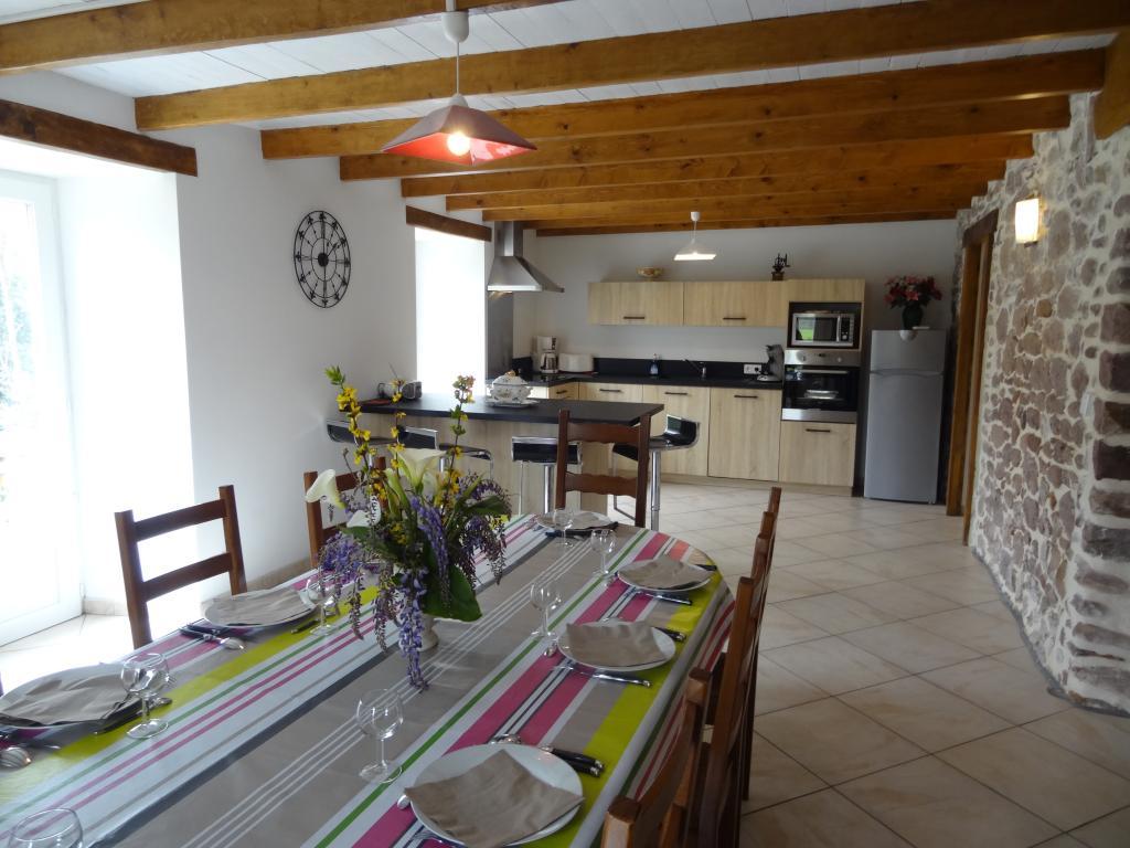 Maison de vacances 8 10 personnes bidarray proche for Interieur de cuisine americaine