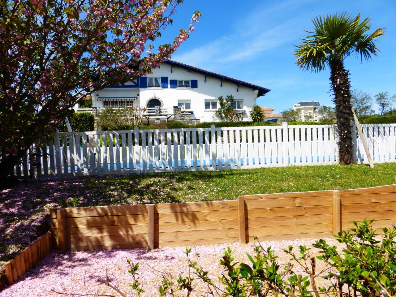 Appartement dans maison pour 4 personnes bidart avec for Location appartement maison avec jardin