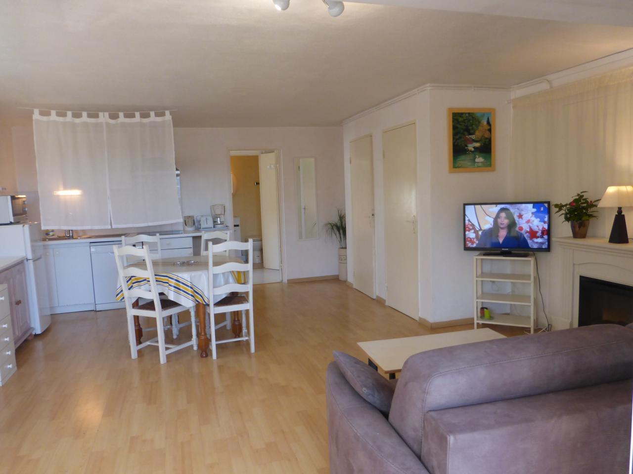 appartement dans maison pour 4 personnes bidart avec piscine bidart location pays basque 64. Black Bedroom Furniture Sets. Home Design Ideas
