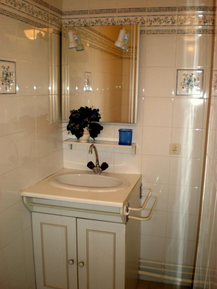 t3 dans villa hendaye hendaye location pays basque 64. Black Bedroom Furniture Sets. Home Design Ideas
