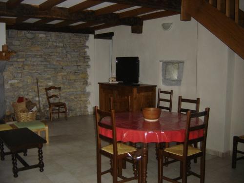 maison mitoyenne pour 6 personnes ordiarp ordiarp location pays basque 64. Black Bedroom Furniture Sets. Home Design Ideas