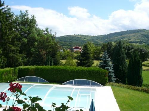 Maison pour 12 personnes osses avec piscine et vue for Camping st jean pied de port avec piscine