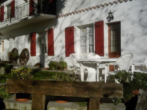 appartement dans maison pour 6 personnes saint esteben saint esteben location pays basque 64. Black Bedroom Furniture Sets. Home Design Ideas