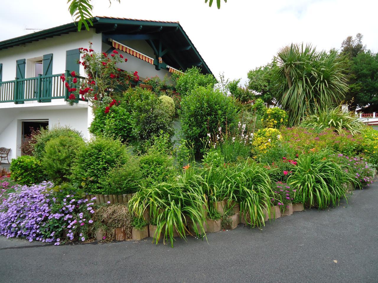 g te saint esteben saint esteben location pays basque 64. Black Bedroom Furniture Sets. Home Design Ideas