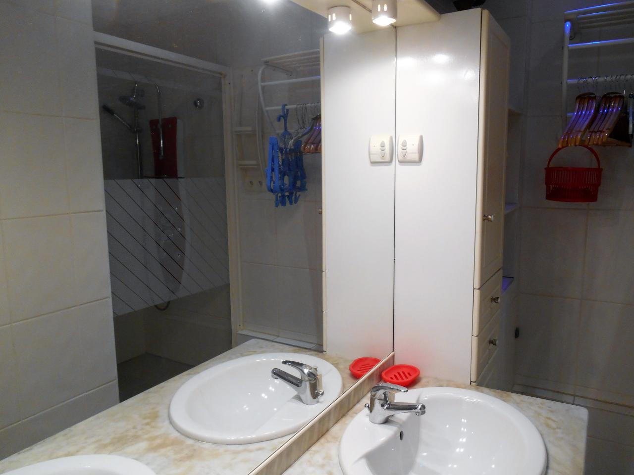 appartement dans maison pour 2 personnes saint jean de luz saint jean de luz location pays. Black Bedroom Furniture Sets. Home Design Ideas