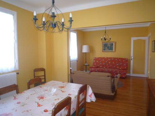 appartement dans maison pour 6 personnes saint jean de luz avec vue montagne saint jean de. Black Bedroom Furniture Sets. Home Design Ideas