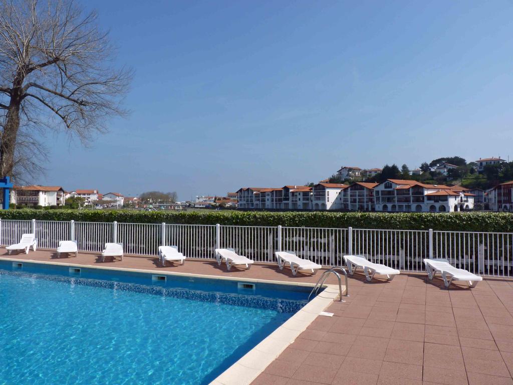 Appartement dans r sidence pour 4 personnes urrugne avec for Residence vacances france avec piscine