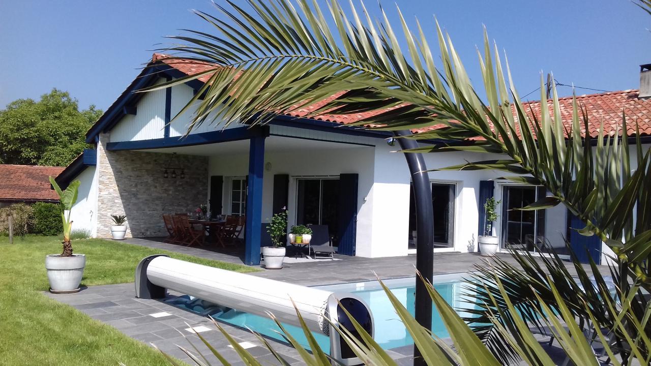 Maison avec piscine pour 6 personnes urrugne avec vue for Location villa piscine pays basque
