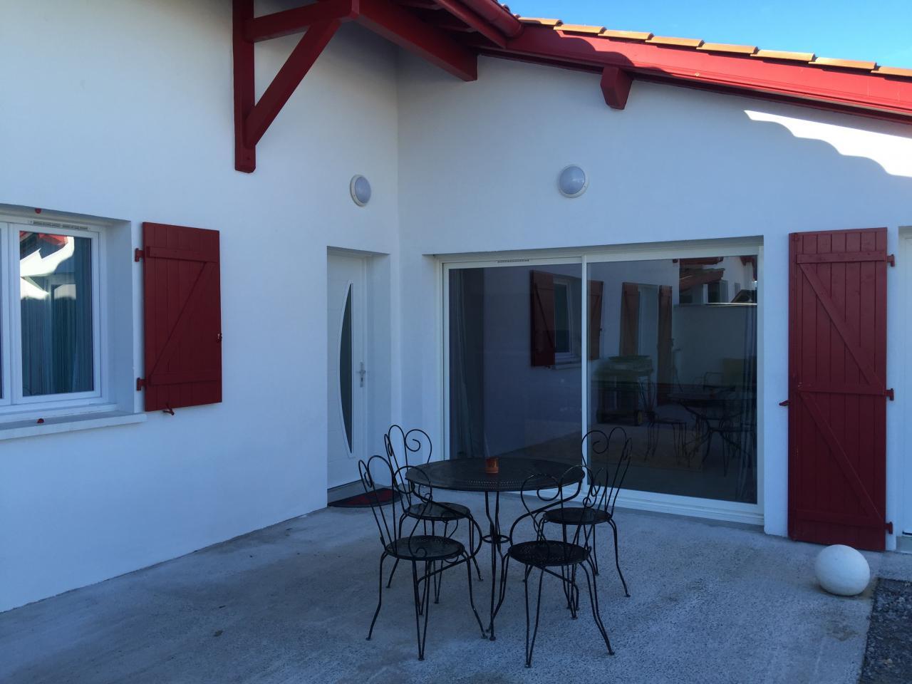 maison de vacances pour 6 personnes ustaritz proche de bayonne anglet biarritz. Black Bedroom Furniture Sets. Home Design Ideas