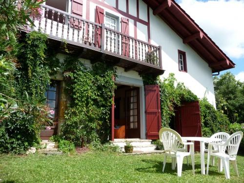 maison pour 8 personnes ustaritz avec vue montagne ustaritz location pays basque 64. Black Bedroom Furniture Sets. Home Design Ideas